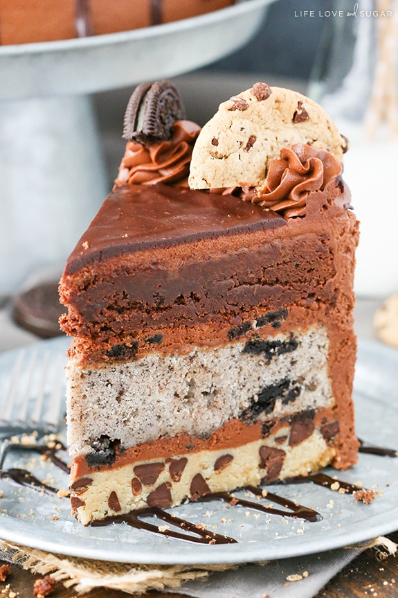 Oreo Brookie Layer Cake | Featured on www.vegetariant.com